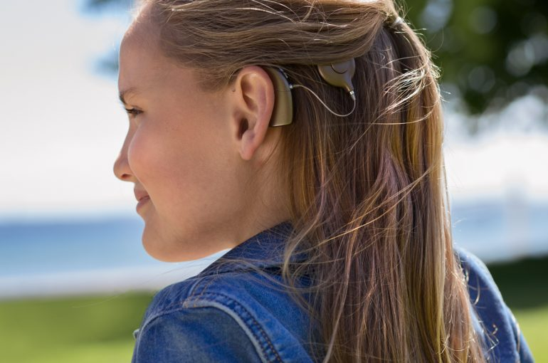 Cochlear-implant-101_Neuro-2_Lucia-profile_JBP5029_5895_lighter